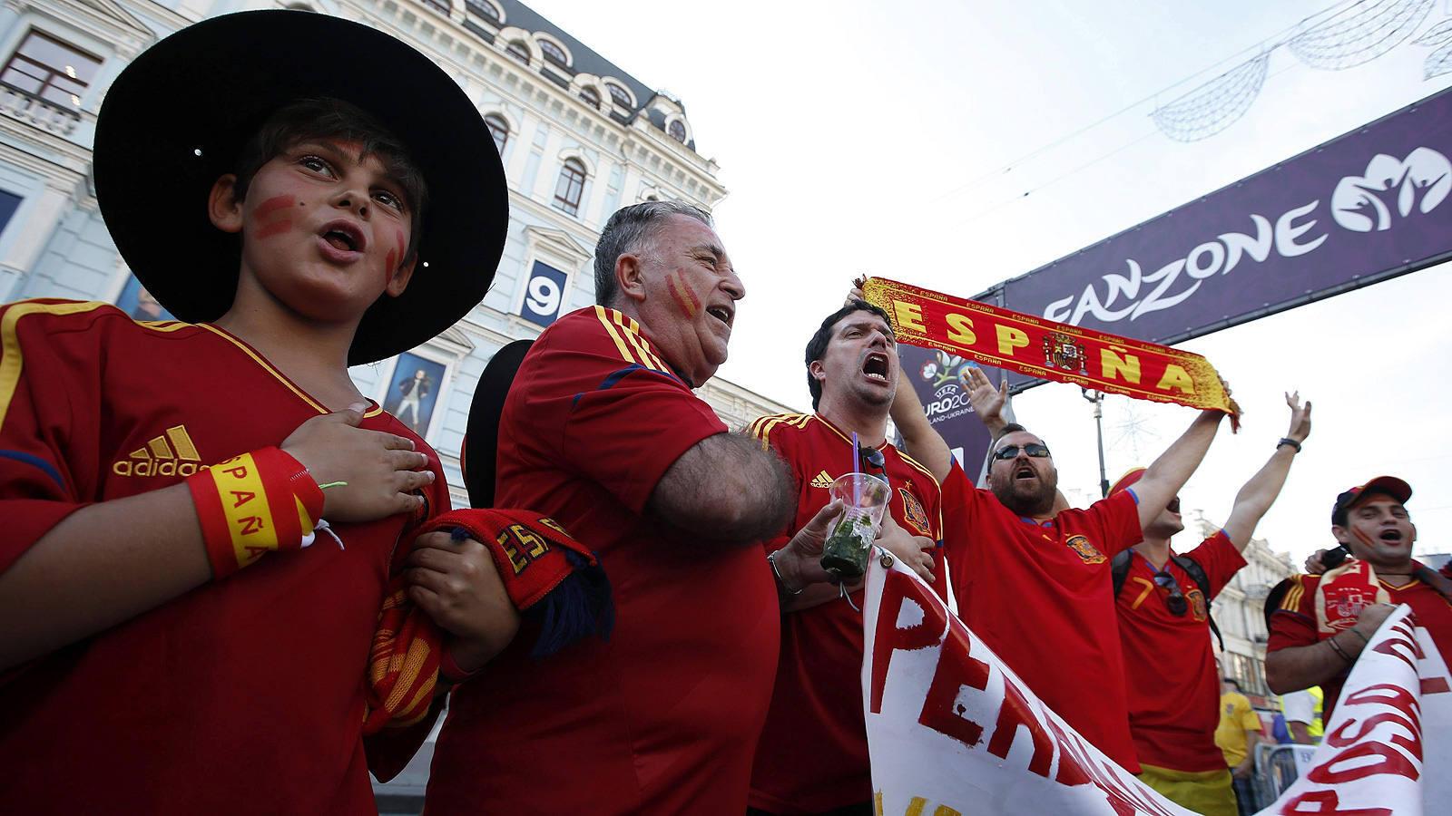 Los aficionados españoles ganan en Kiev
