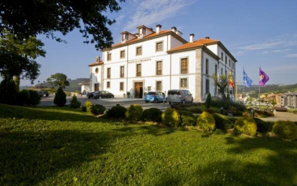 Asturias: Alojamiento + circuito termal + masaje para 2