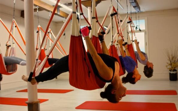 8 clases de aeroyoga o zenga ¡Entrena cuerpo y mente!