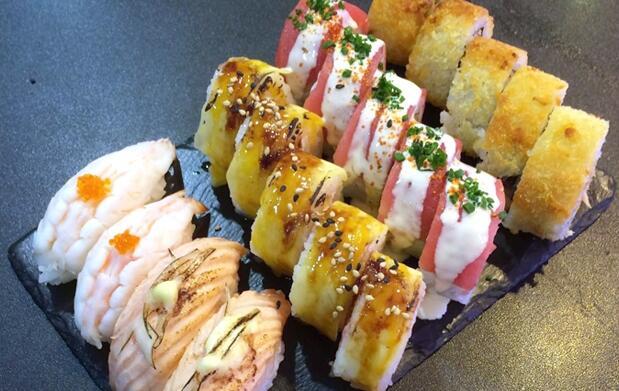 Bandeja sushi fusión 'take away' ¡Con 19 piezas!
