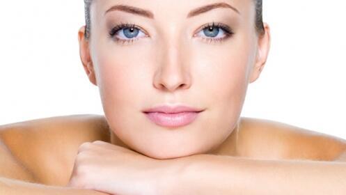 Tratamiento médico facial con bótox