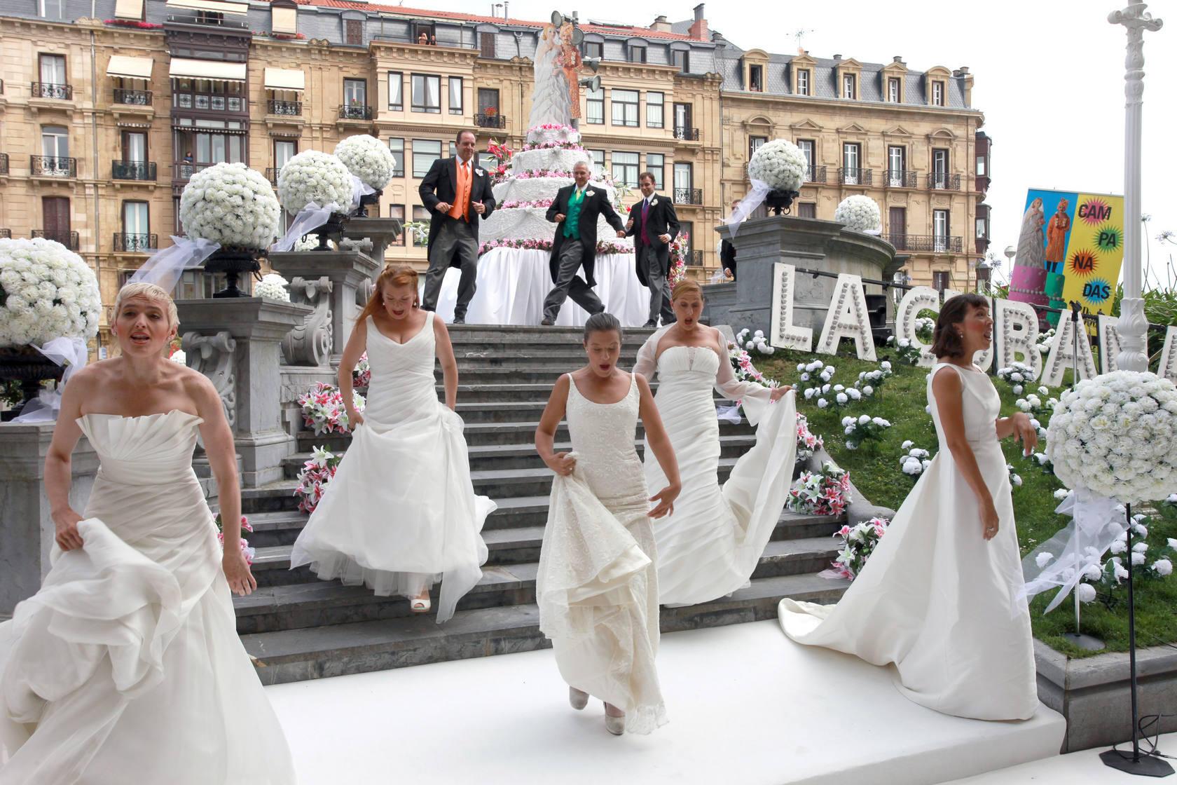 'La Cubana' sorprende con su boda en plena calle Reina Regente