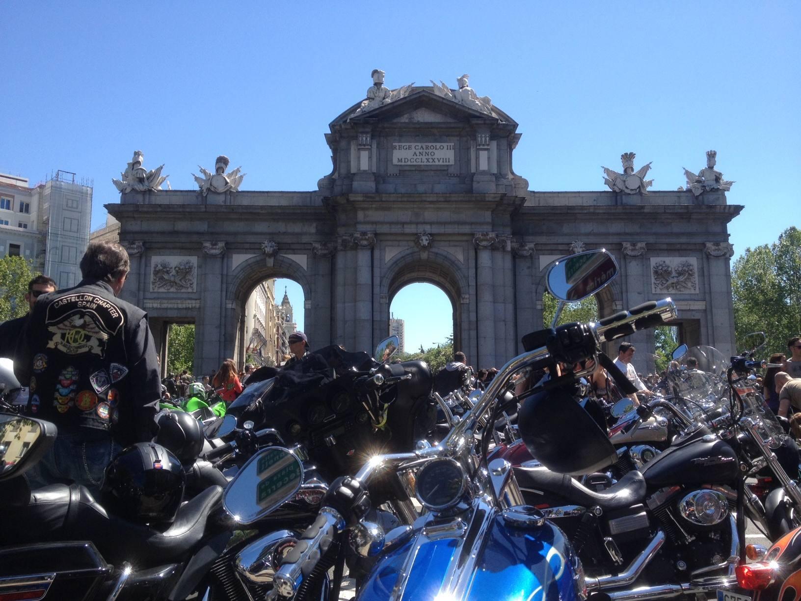 Un millar de Harleys toman Madrid