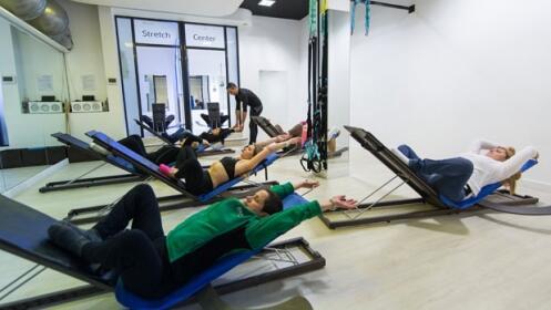 2 clases de reeducación postural en Stretch Center Amara + 1 clase a elegir