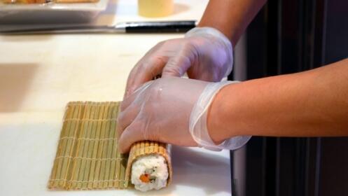 Bandeja sushi fusión 'take away' con 12, 24  o 32 piezas
