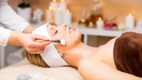 Luce esplendida gracias a la limpieza facial con productos naturales