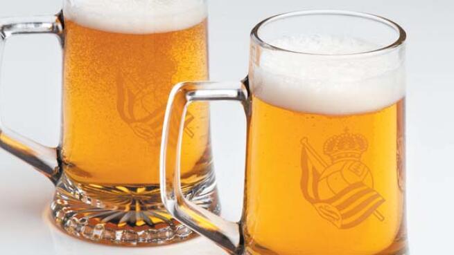 Pack de 2, 4 y 8 Jarras de cerveza con el escudo de la Real Sociedad con ENVÍO a DOMICILIO