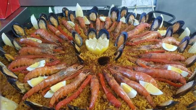Exquisito menú con paella en Trabaleku