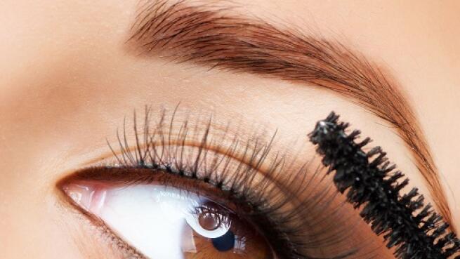 Diseño personalizado de cejas y depilación con hilo ¡Define tu mirada!