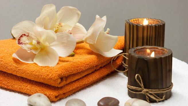 Masaje sensitivo de cuerpo entero con aceites aromáticos