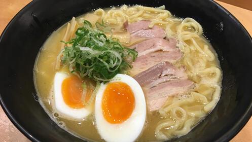 Menú de comida japonesa en la Parte Vieja