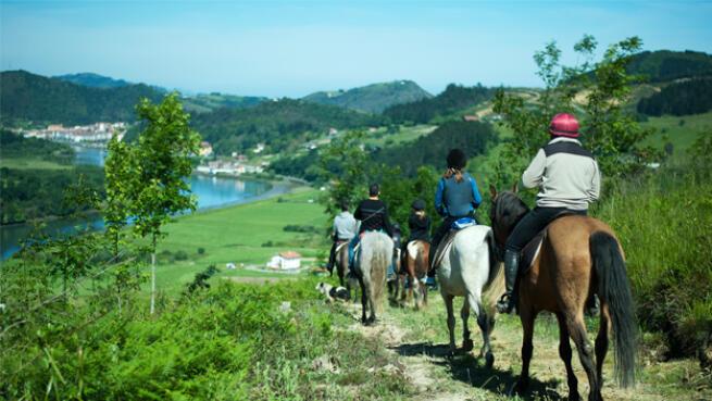 Paseo a caballo y pintxo pote