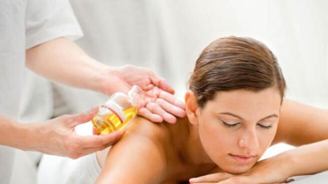 Masaje relajante con aromaterapia
