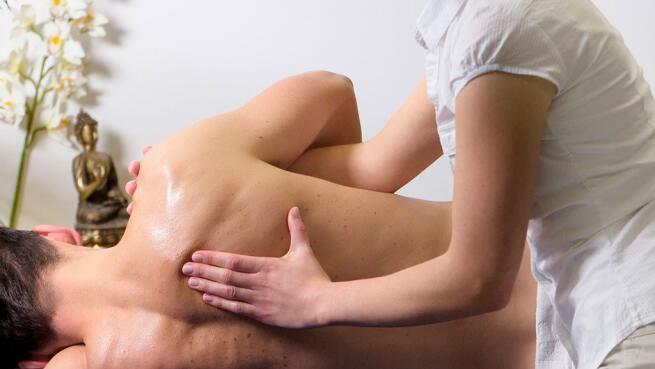 Masajes a elegir: descontrasturante, relajante o ayurvedico